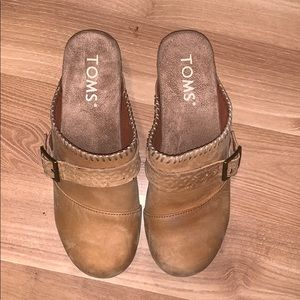 Tom's tan suede clogs/mules size 5.5